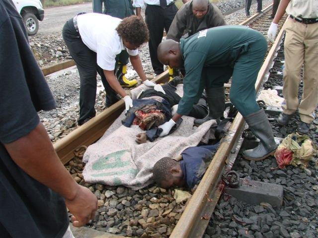 南アフリカでの飛び込み自殺者のグロ死体