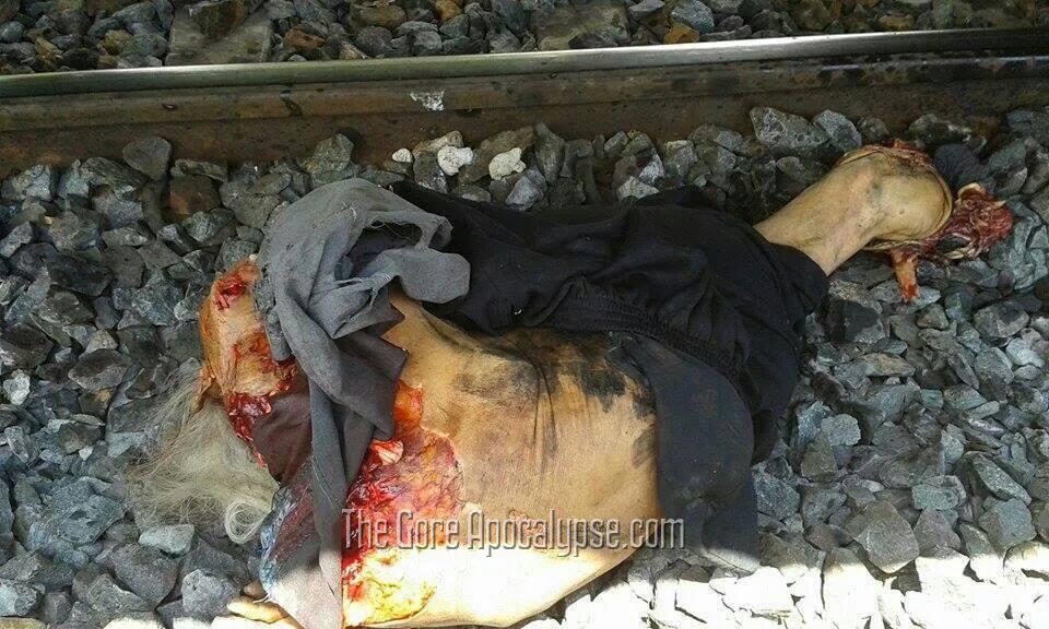 肉片と化した電車への飛び込み自殺者の死体