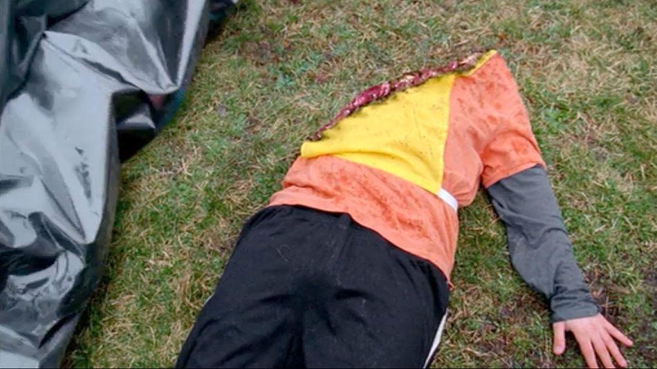 胴体を斜めに轢断された飛び込み自殺者の死体