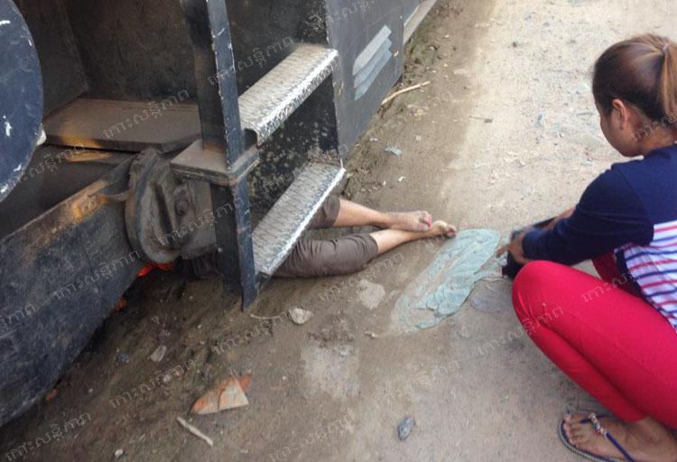 電車の下に潜り込んだ飛び込み自殺死体
