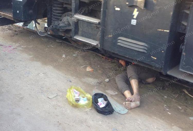 電車の下に潜り込んだ飛び込み自殺者の死体