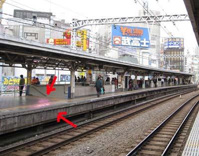 飛び込み自殺が発生した駅のホーム